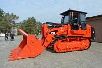 Nakladač Caterpillar 973D steel mill je novou součástí vybavení hlučínského záchranného útvaru.