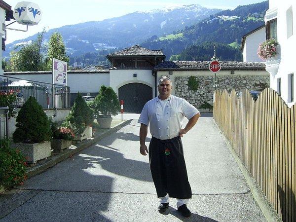 René Richter, jak ho možná neznáte. Živí se jako kuchař vrakouských restauracích.
