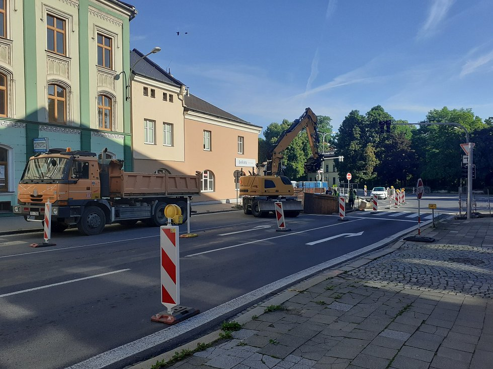 Hradeckou ulicí do centra města neprojedete do 25. června. Opava, 15. června 2021.