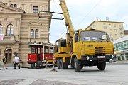 Historický vůz je připomínkou tramvajové dopravy, která v Opavě fungovala mezi lety 1905 až 1956.