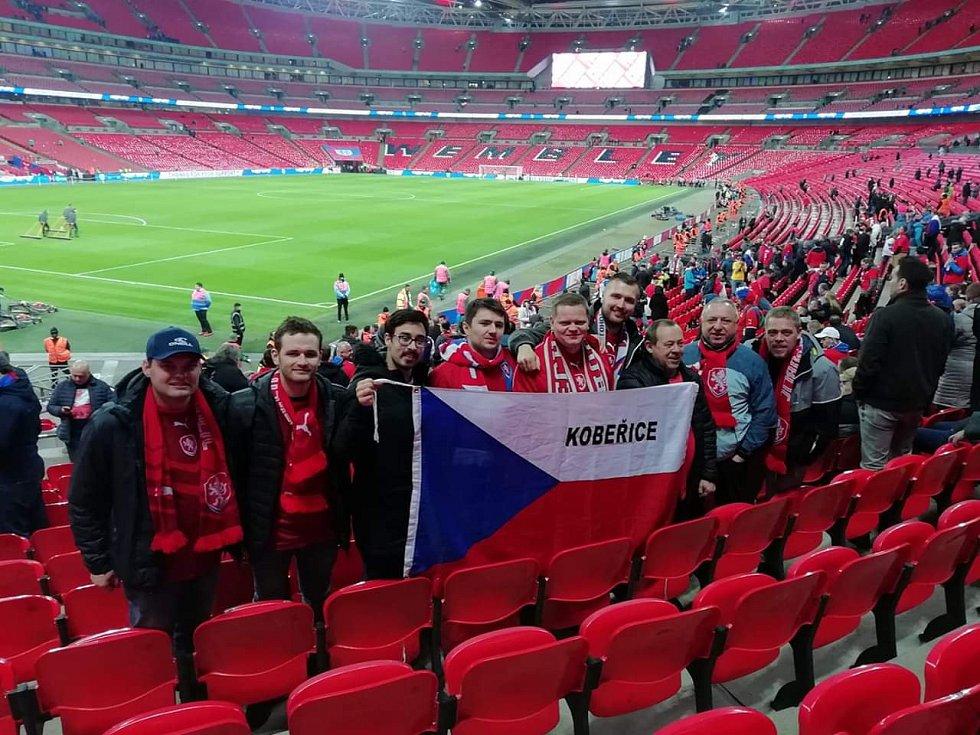 Wembley, 22. března 2019. Snímek od fanoušků z Kobeřic.
