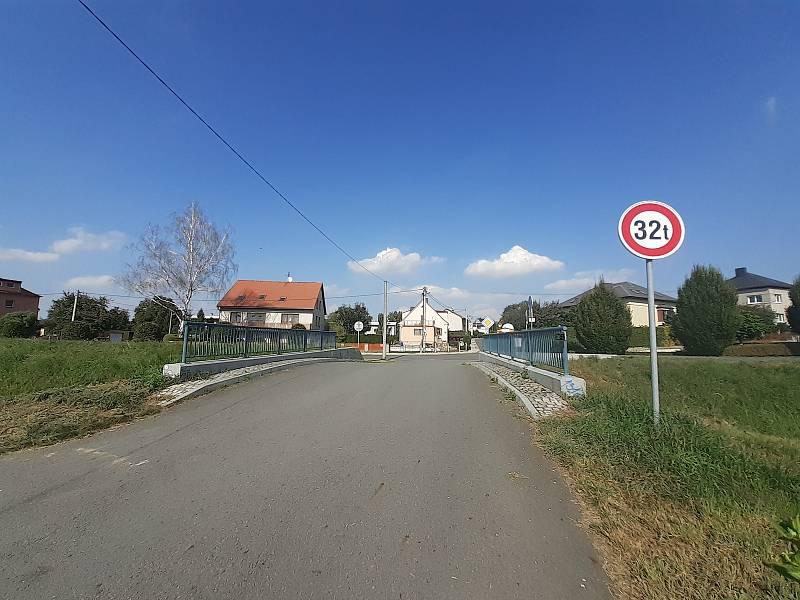 Příjezd z cyklostezky od Globusu.