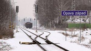 Trať z Krnova do Olomouce patří k nejpomalejším. Dnes to vlakům trvá téměř dvě hodiny. Studie proveditelnosti ukáže, zda elektrifikace a modernizace trati tuto dobu zkrátí.
