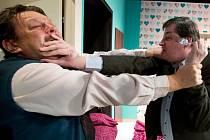 Kromě nepřízně osudu musí Bob v hotelu čelit ještě ataku Dicka.