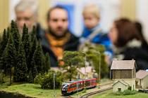 Kulturní dům Na Rybníčku v Opavě o víkendu hostil jedinečnou výstavu. Roztáhlo se zde totiž na čtyřicet metrů kolejiště, na nichž byl simulován železniční provoz. Příznivci modelů vláčků se nabažili do sytosti.