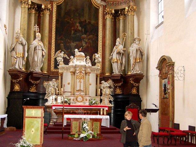 Interiér kostela. Jeho rekonstrukce započne 17. září.
