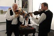 Páteční večer ve Vodárenské věži v Opavě patřil koncertu strážnické cimbálové muziky Michala Miltáka.