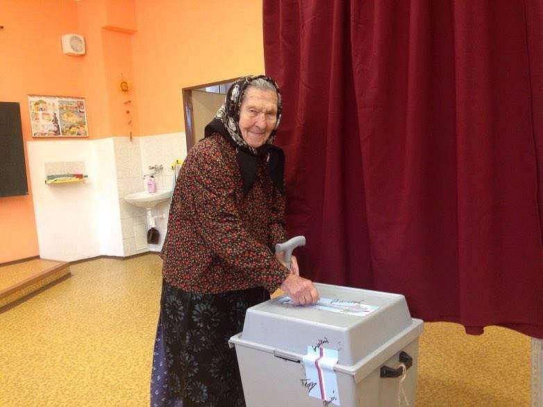 Hedvika Lasáková z Píště ve svých 102 letech jistě patří k nejstarším voličům nejen v kraji, ale i v celé republice.