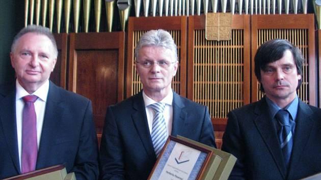 Držiteli Merkurových křídel 2015 jsou (zprava) Pavel Škrobánek, Herbert Pavera a Miroslav Vehovský.