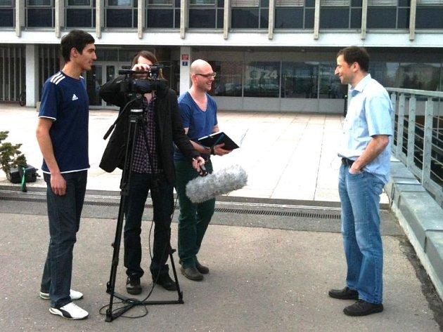 Martin Erben, Jiří Vávra a Robert Záruba při spolupráci na snímku s názvem Sportu zdar.