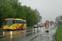 Po roce je to tu zase. Frézování a opravy silnice z Opavy na Hradec si žádají od řidičů aut hodně silné nervy.