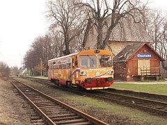 Obec Chuchelná na Hlučínsku je poslední zastávkou na železniční trati vedoucí z Kravař. Železniční spojení Opavy a polské Ratiboře bylo vybudováno v roce 1895.