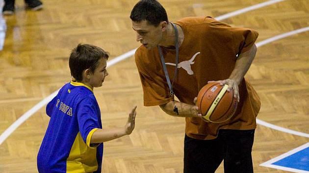 Čtyřdenní basketbalová akce slavila úspěch. Šlo o první kemp BK Opava určený pro sedmi až dvanáctileté děti. Hala byla plná malých basketbalistů, kterým se vedle trenérů věnovali také hráči z opavského áčka.