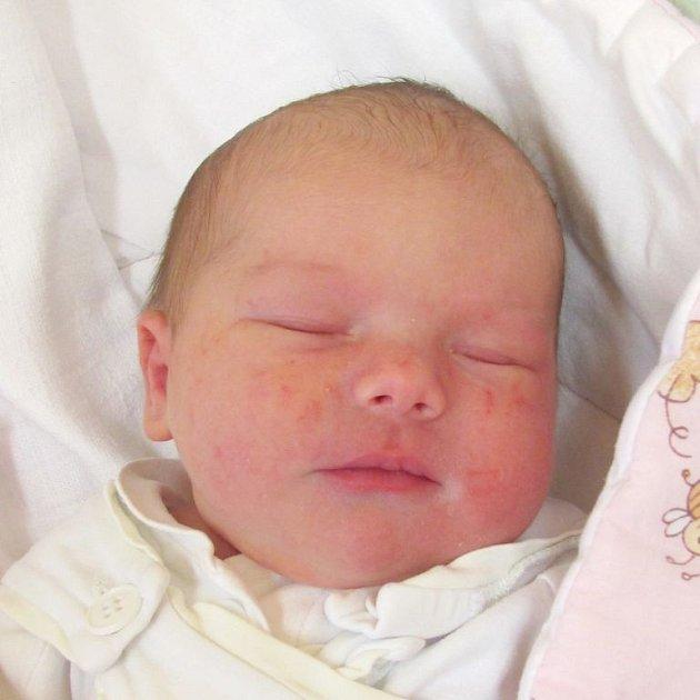 Simona Burianová se narodila 17. května v krnovské nemocnici, vážila 3,48 kilogramů a měřila 48 centimetrů. Rodiče Marcela a Jan jsou z Velkých Heraltic. Doma se na miminko těší sourozenci Honza, Lukáš a Lucka.