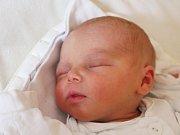Filip Theinert se narodil 20. září, vážil 3,29 kilogramů a měřil 49 centimetrů. Rodiče Naďa a Jan ze Skrochovic mu do života přejí jen to nejlepší. Na Filípka už doma čeká bráška Martin.