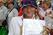 Linda Jandová, letošní mistryně republiky v plivání česneku.