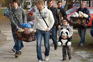 Veleúspěšná akce S plyšákem na fotbal, která vznikla z podnětu Slezského FC Opava a Opavského a Hlučínského deníku a Regionu, měla pokračování. Tentokrát byli plyšovými hračkami potěšeni pacienti z dětského oddělení krnovské nemocnice.