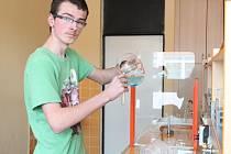Praktická část chemie baví Jakuba Vagundu ze všeho nejvíce.