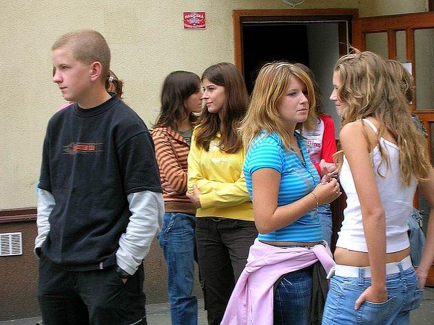 Naši spolužáci. Těmi se pro nás stali studenti prvního ročníku Slezského gymnázia.
