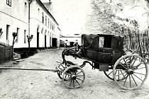 Unikátní kočár stál vRaduni ještě po roce 1913.