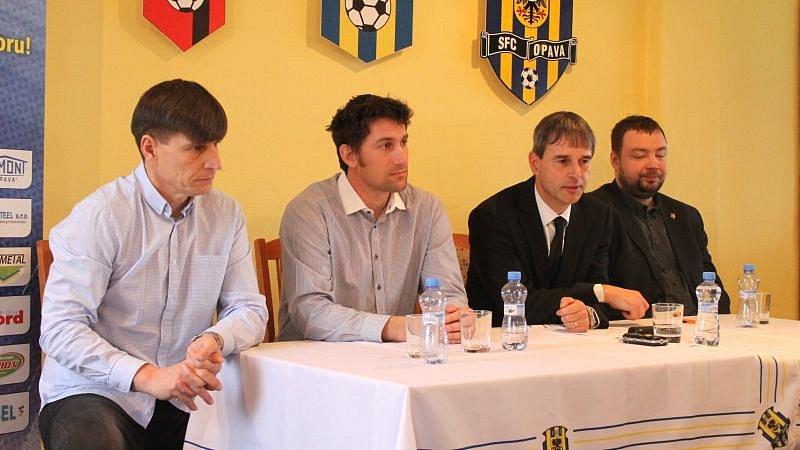 Ve středu dopoledne vedení Slezského FC svolalo tiskovou konferenci, na níž chtělo vysvětlit, jak to ve skutečnosti bylo s počty lístků, které Baník obdržel pro své příznivce.