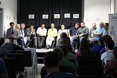 Tradiční předvolební debata v KUPE, diskutovat přišli i občané.
