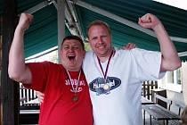 Trenér Martin Demar (na snímku vpravo) se po sezoně raduje se zisku bronzových medailí.
