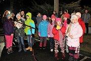 V Chlebičově se zpívalo u základní školy.