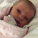 Julie Baroňová se narodila 28. dubna, vážila 3,45 kilogramů a měřila 50 centimetrů. Rodiče Sylva a Ivan z Opavy jí přejí, ať je celý její život prosluněný radostí a štěstím. Julinka už doma dělá radost pěti a půl roční sestřičce Sofince.