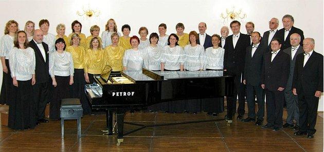 Sbor Křížkovský bude jedním z vystupujících v pondělní programu, ve kterém zazní dílo A. Dvořáka Svatební košile.