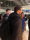 Opavští basketbalisté na letišti v Paříži.