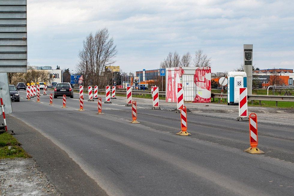 Kromě opravy přejezdu pokračují práce na silnici I/46 Opava, jižní obchvat – napojení na I/11.