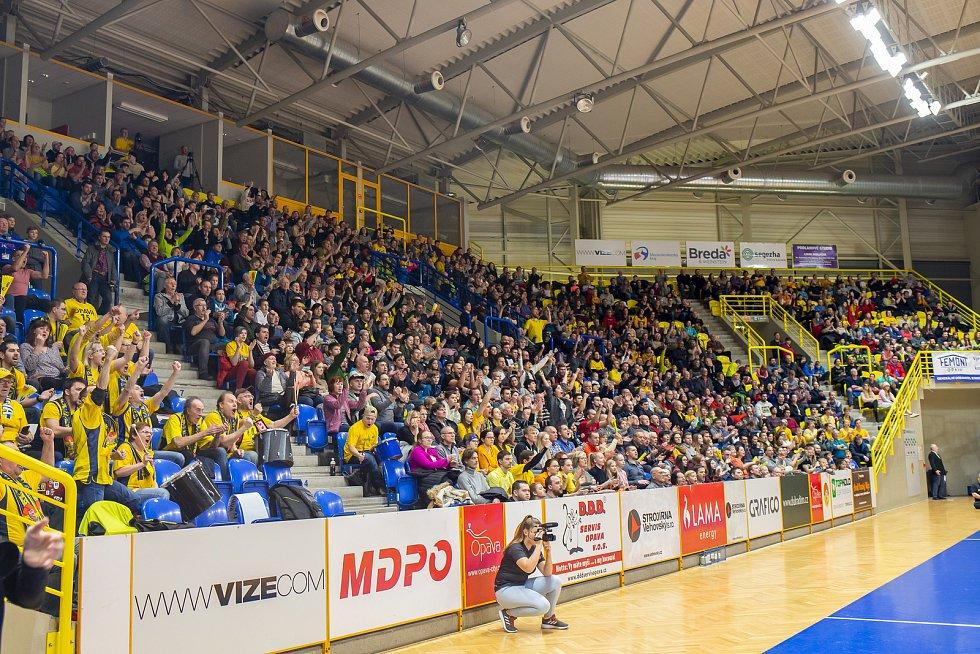 BK Opava - ERA Basketball Nymburk 76:91.