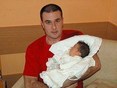 Jan Chmel se narodil 14. ledna, vážil 3,78 kg a měřil 51 cm. Jeho rodiče Zuzana a Jan Chmelovi z Hlavnice už doma mají čtyřapůlletou dcerku Julii. Oběma svým dětem přejí hlavně hodně zdraví.