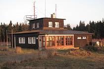 Původní budova meteorologické stanice na vrcholu Červené hory.
