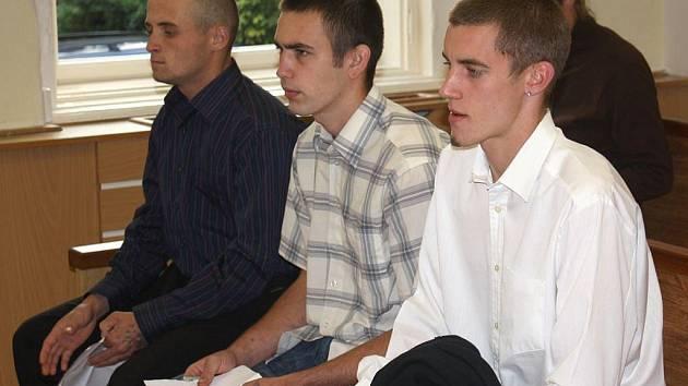 Tři nevinní. Petr Glotzmann, Jakub Šíma a Jiří Pelant během soudního přelíčení.