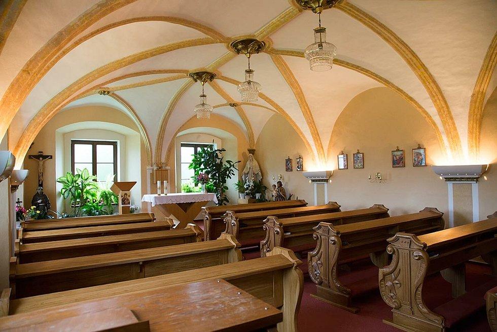 Obec Slavkov - renesanční kaple na zámku.