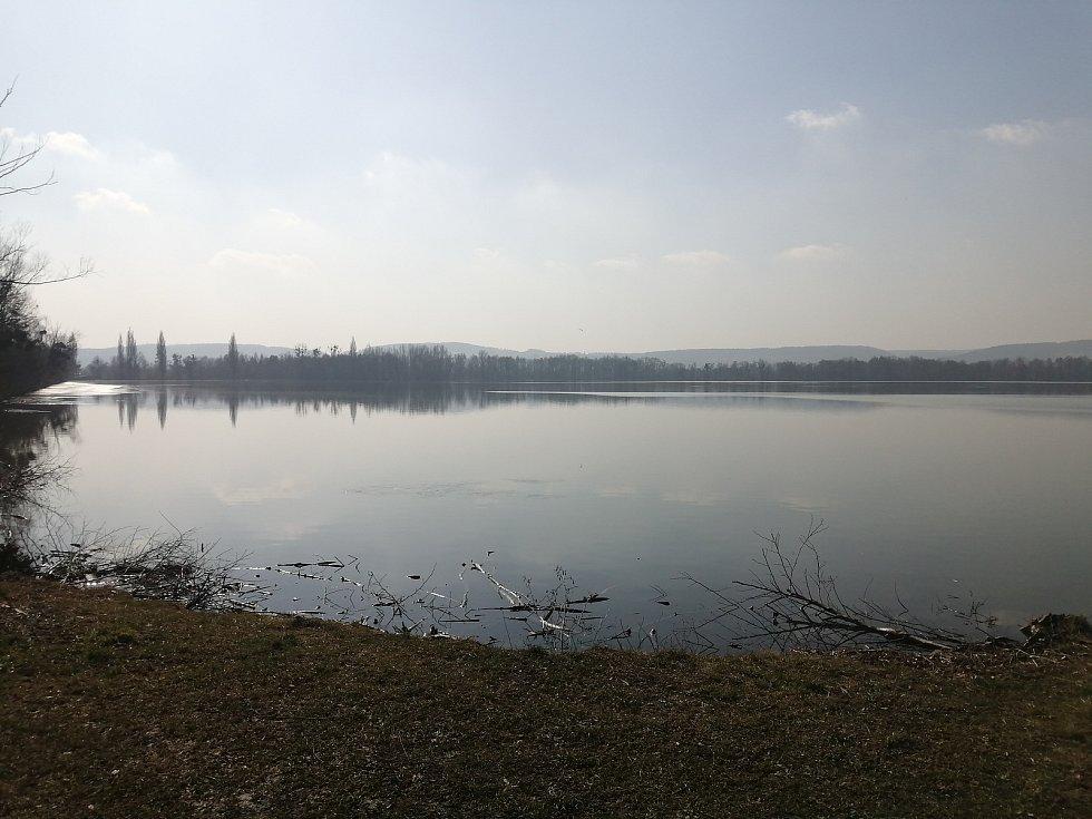 Rybník Nezmar.