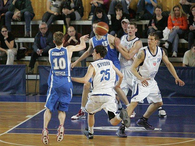 Karma Basket Poděbrady - BK Breda & Weinstein Opava 85:106