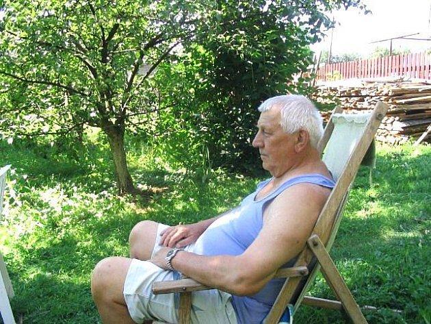 Oldřich Miždoch píše kroniku obce od roku 2004.