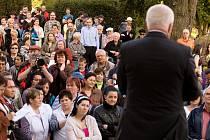 Ve čtvrtek 26. dubna 2012 pokračovala návštěva prezidenta ČR Václava Klause v Moravskoslezském kraji. Odpoledne navštívil Budišov nad Budišovkou na Opavsku, kde se setkal s obyvateli a představiteli města.