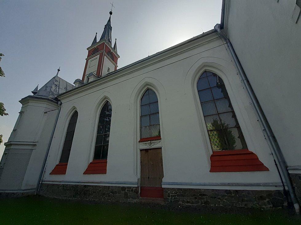 Kostel sv. Antonína Paduánského patří k pamětihodnostem obce.