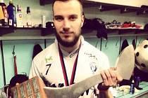 Zdeněk Žák s pohárem po vítězném Superfinále.