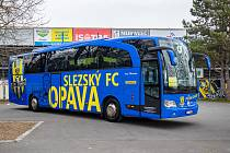 Autobus v klubových barvách SFC. Ilustrační foto.
