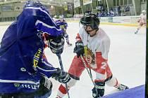 Hokejisté Slezanu Opavy vyhráli na ledě Velkého Meziříčí 5:4.