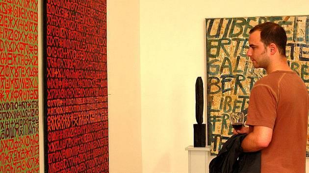 Po výstavě Eduarda Ovčáčka, která v hradecké galerii končí 20. července, bude následovat kolektivní výstava studentů a absolventů Vysoké školy umělecko-průmyslové v Praze.