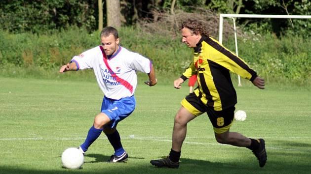 Staré gardy domácích fotbalistů a internacionálů Baníku Ostrava ukázaly fanouškům, že ze svého umění nic nezapomněly.