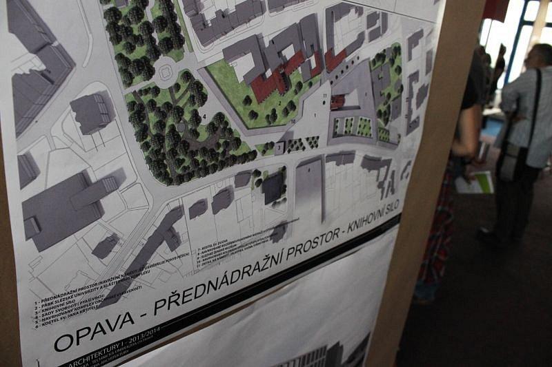 Prostory opavské Slezanky na Horním náměstí během pátečního podvečera posloužily k oficiálnímu zahájení Landscape Festivalu Opava 2016.