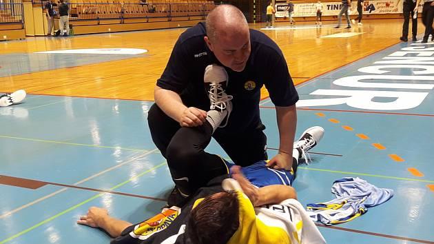 Masér opavských basketbalistů Tomáš Roman.
