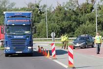 Kontroly probíhají často mimo hraniční přejezdy. Pohraničníky z Polska navíc občas doplňují také jejich čeští kolegové.